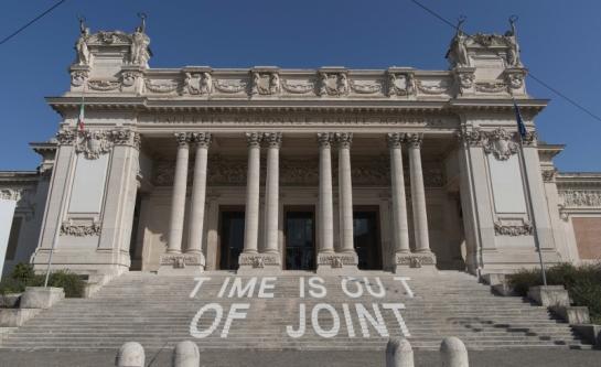11_Roma-Galleria-Nazionale-dArte-Moderna.-Allestimento-della-mostra-Time-is-out-of-joint.-Foto-Giorgio-Benni